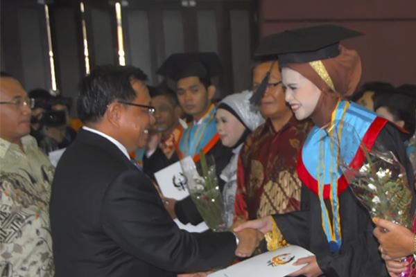 Lulusan sekolah tinggi teknologi tekstil bandung, 22 desember 2012